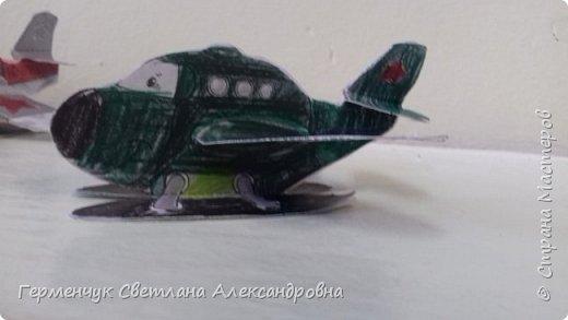 """На уроке трудового обучения  ребята  3 """"А"""" класса  работали над созданием моделей   самолетиков. Получилась вот такая эскадрилья!!! Славно потрудились будущие конструкторы!!! МОЛОДЦЫ!!! фото 17"""