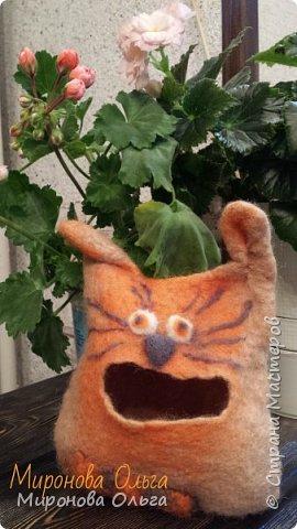 Симпатичный, в меру упитанный кот Василий ищет дом! Характер уживчивый, к лотку приучен, сохранит ваши ценности (бижутерию, конфетки, денежки) в надежном месте, Отдастся только в хорошие руки. Косметичка выполнена в технике мокрого валяния  фото 1