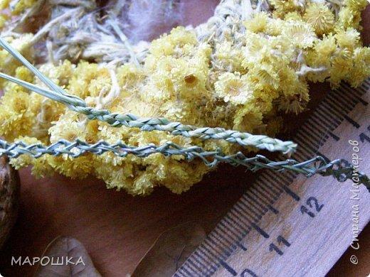 закончилась у меня трава для изготовления веревок, да вот остались тонюсенькие травинки - выбросить? они такие зеленые, такие длинные, баловства ради попробовала заплести зубатку.. смотрите: фото 9