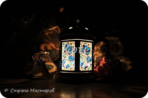 Сегодня Ихтиандра ( http://stranamasterov.ru/user/110615 ) выложила МК оригинального панно из бумажной снежинки и я не утерпела и решила похвалиться витражной росписью фонарика из Икеи, выполненной по МК этой замечательной мастерицы ( http://stranamasterov.ru/node/975873 ). фото 9