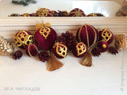 Вот такой наборчик для королевской ёлочки из велюра 8 шаров и шишки  фото 1