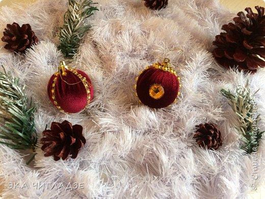 Вот такой наборчик для королевской ёлочки из велюра 8 шаров и шишки  фото 6