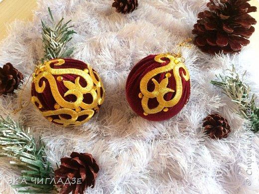 Вот такой наборчик для королевской ёлочки из велюра 8 шаров и шишки  фото 4