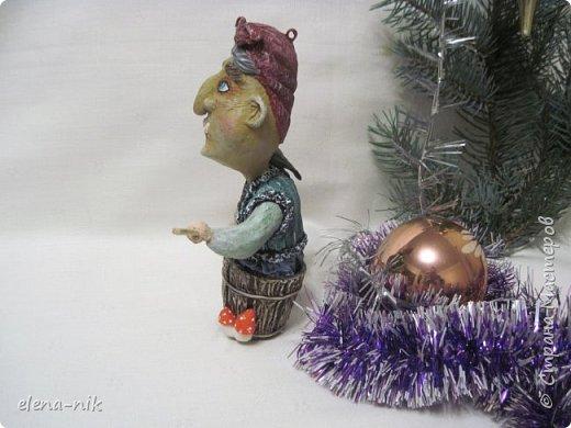 Ну вот и слепилась у меня очередная новогодняя елочная игрушка. Страшная-престрашная Баба Яга, сказочный персонаж из детских книг, старуха, владеющая волшебными предметами и наделённая магической силой. фото 3