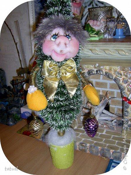 Всем добрый вечер! Я вам елочки притащила, ведь Новый Год не за горами. Первая, вторая, третья...Елочки зелененькие, молоденькие, да и красивые!  фото 4