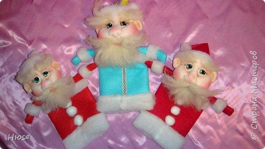 """Здравствуйте, Уважаемые мастерицы и мастера! В прошлом году я уже делала подобных. Кукла - """"Дед Мороз"""". Выполнены в технике: """"Скульптурный текстиль"""". Материалы: капрон, синтепон, фетр, овечья шерсть. Размер: 30 см. МК можно посмотреть у Семенюк Елены http://stranamasterov.ru/node/665734?c=favorite. Спасибо ей большое. фото 1"""