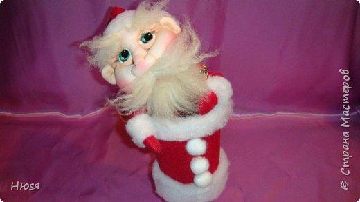 """Здравствуйте, Уважаемые мастерицы и мастера! В прошлом году я уже делала подобных. Кукла - """"Дед Мороз"""". Выполнены в технике: """"Скульптурный текстиль"""". Материалы: капрон, синтепон, фетр, овечья шерсть. Размер: 30 см. МК можно посмотреть у Семенюк Елены http://stranamasterov.ru/node/665734?c=favorite. Спасибо ей большое. фото 2"""