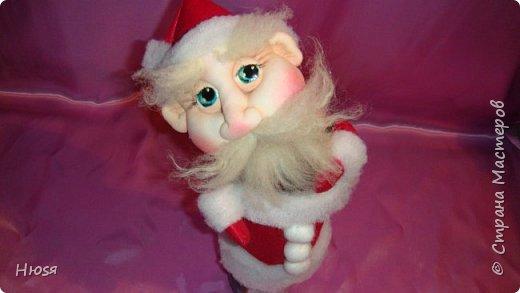 """Здравствуйте, Уважаемые мастерицы и мастера! В прошлом году я уже делала подобных. Кукла - """"Дед Мороз"""". Выполнены в технике: """"Скульптурный текстиль"""". Материалы: капрон, синтепон, фетр, овечья шерсть. Размер: 30 см. МК можно посмотреть у Семенюк Елены http://stranamasterov.ru/node/665734?c=favorite. Спасибо ей большое. фото 3"""