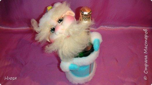"""Здравствуйте, Уважаемые мастерицы и мастера! В прошлом году я уже делала подобных. Кукла - """"Дед Мороз"""". Выполнены в технике: """"Скульптурный текстиль"""". Материалы: капрон, синтепон, фетр, овечья шерсть. Размер: 30 см. МК можно посмотреть у Семенюк Елены http://stranamasterov.ru/node/665734?c=favorite. Спасибо ей большое. фото 5"""