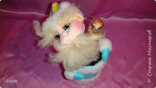 """Здравствуйте, Уважаемые мастерицы и мастера! В прошлом году я уже делала подобных. Кукла - """"Дед Мороз"""". Выполнены в технике: """"Скульптурный текстиль"""". Материалы: капрон, синтепон, фетр, овечья шерсть. Размер: 30 см. МК можно посмотреть у Семенюк Елены http://stranamasterov.ru/node/665734?c=favorite. Спасибо ей большое. фото 6"""