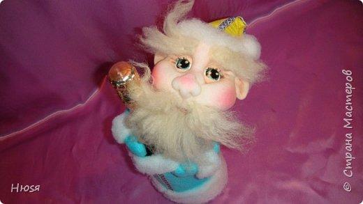 """Здравствуйте, Уважаемые мастерицы и мастера! В прошлом году я уже делала подобных. Кукла - """"Дед Мороз"""". Выполнены в технике: """"Скульптурный текстиль"""". Материалы: капрон, синтепон, фетр, овечья шерсть. Размер: 30 см. МК можно посмотреть у Семенюк Елены http://stranamasterov.ru/node/665734?c=favorite. Спасибо ей большое. фото 7"""