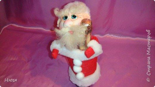 """Здравствуйте, Уважаемые мастерицы и мастера! В прошлом году я уже делала подобных. Кукла - """"Дед Мороз"""". Выполнены в технике: """"Скульптурный текстиль"""". Материалы: капрон, синтепон, фетр, овечья шерсть. Размер: 30 см. МК можно посмотреть у Семенюк Елены http://stranamasterov.ru/node/665734?c=favorite. Спасибо ей большое. фото 10"""