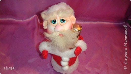 """Здравствуйте, Уважаемые мастерицы и мастера! В прошлом году я уже делала подобных. Кукла - """"Дед Мороз"""". Выполнены в технике: """"Скульптурный текстиль"""". Материалы: капрон, синтепон, фетр, овечья шерсть. Размер: 30 см. МК можно посмотреть у Семенюк Елены http://stranamasterov.ru/node/665734?c=favorite. Спасибо ей большое. фото 11"""