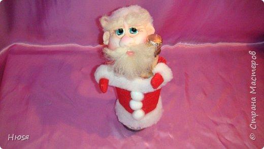 """Здравствуйте, Уважаемые мастерицы и мастера! В прошлом году я уже делала подобных. Кукла - """"Дед Мороз"""". Выполнены в технике: """"Скульптурный текстиль"""". Материалы: капрон, синтепон, фетр, овечья шерсть. Размер: 30 см. МК можно посмотреть у Семенюк Елены http://stranamasterov.ru/node/665734?c=favorite. Спасибо ей большое. фото 12"""
