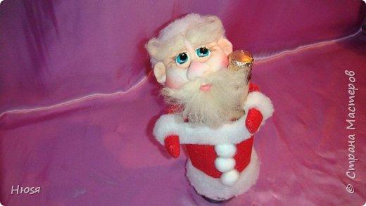 """Здравствуйте, Уважаемые мастерицы и мастера! В прошлом году я уже делала подобных. Кукла - """"Дед Мороз"""". Выполнены в технике: """"Скульптурный текстиль"""". Материалы: капрон, синтепон, фетр, овечья шерсть. Размер: 30 см. МК можно посмотреть у Семенюк Елены http://stranamasterov.ru/node/665734?c=favorite. Спасибо ей большое. фото 13"""