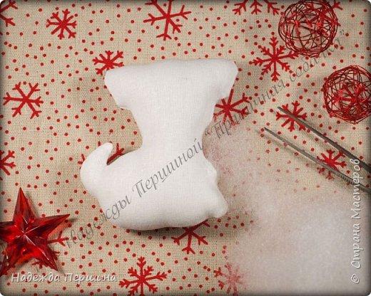 Наверное, для меня это стало уже традицией. С приближением новогодних праздников закатываю рукава и пеку пряники. Вернее, не пеку, а шью:)  Сегодня я хочу поделиться с вами изготовлением милой пряничной собачки.  фото 8