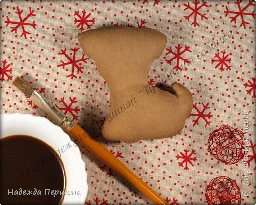 Наверное, для меня это стало уже традицией. С приближением новогодних праздников закатываю рукава и пеку пряники. Вернее, не пеку, а шью:)  Сегодня я хочу поделиться с вами изготовлением милой пряничной собачки.  фото 10