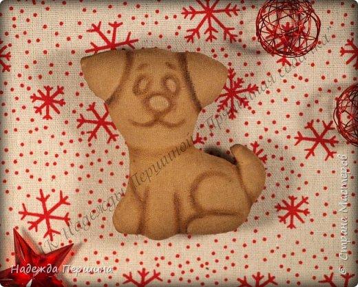 Наверное, для меня это стало уже традицией. С приближением новогодних праздников закатываю рукава и пеку пряники. Вернее, не пеку, а шью:)  Сегодня я хочу поделиться с вами изготовлением милой пряничной собачки.  фото 13