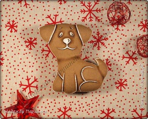 Наверное, для меня это стало уже традицией. С приближением новогодних праздников закатываю рукава и пеку пряники. Вернее, не пеку, а шью:)  Сегодня я хочу поделиться с вами изготовлением милой пряничной собачки.  фото 15