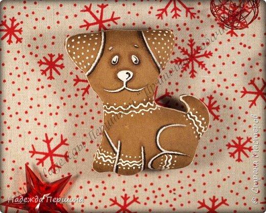 Наверное, для меня это стало уже традицией. С приближением новогодних праздников закатываю рукава и пеку пряники. Вернее, не пеку, а шью:)  Сегодня я хочу поделиться с вами изготовлением милой пряничной собачки.  фото 16