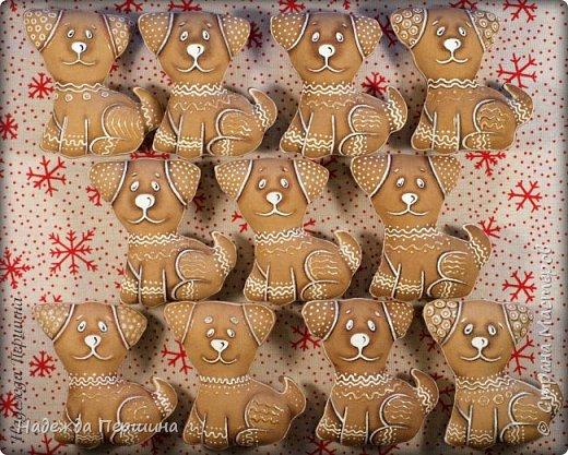 Наверное, для меня это стало уже традицией. С приближением новогодних праздников закатываю рукава и пеку пряники. Вернее, не пеку, а шью:)  Сегодня я хочу поделиться с вами изготовлением милой пряничной собачки.  фото 23