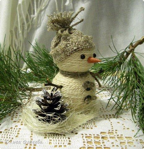 Всем привет! Вот скаталась у меня небольшая снежная семейка снеговичков! Немного похожие, немного разные ... фото 3