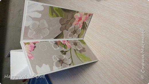 Всем привет!  Уже давно хотелось сделать что-то необычное и, к счастью, я натолкнулась на этот пост: http://stampwitch.blog/box-cards/ Там рассказывается о том как сделать открытку-коробочку. Есть схема на которой указаны размеры в дюймах и сантиметрах. Доски для биговки у меня нет и я использовала подсказку в сантиметрах, НО у меня не получилось сделать нормальную коробочку, т.к. посередине почему-то получился сильный зазор примерно в 1 см.  Подумав, я решила переделать коробочку, но размеры взяла свои. Схему смотрите в самом конце. О том как склеить открытку и в какую сторону сгибать смотрите у Dawn: https://www.youtube.com/watch?v=5gojsHu25UU&t=99s фото 6