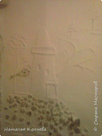 Это на стене сделано из шпатлевки и камушек ,ещё не раскрашено фото 1
