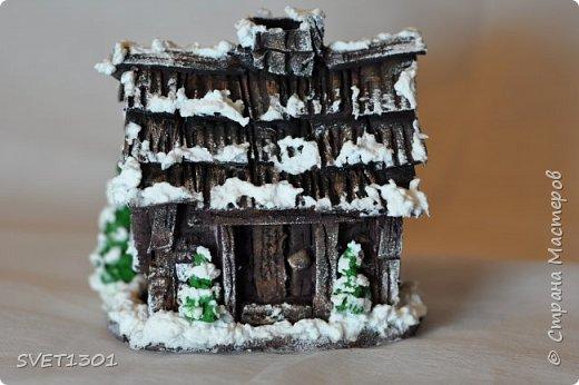 Здравствуйте все! Сделала вот такой зимний домик  и буду делать ещё 3 для интерьерной композиции. Возник вопрос нужен ли кому ни будь МК по домику или нет. Если нужен, то отвлекусь на фотографирование процесса.  фото 5