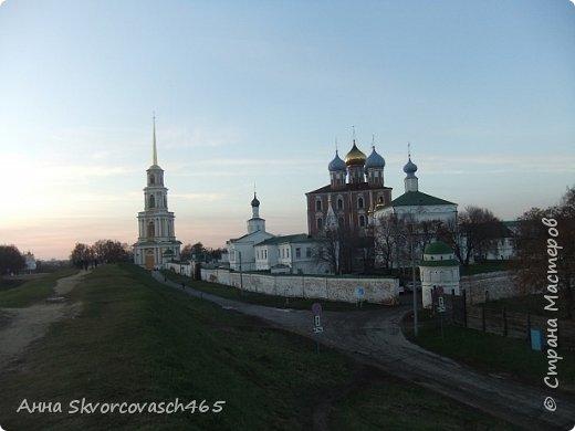 Рязанский Кремль- самая древняя часть города.Заложен князем Олегом , внуком Ярослава Мудрого.Считается . что это 1095г. Вид с холма , так сказать задворки Кремля.  фото 1