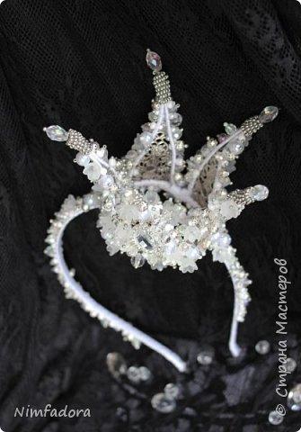 Очень давно меня здесь не было)))) А между делом меня увлекли новые увлечения... Вышивка корон и диадем, а так же брошей из бисера... Но свой любимый фоамиран, я так же не забросила))) Сегодня покажу корону)  фото 5