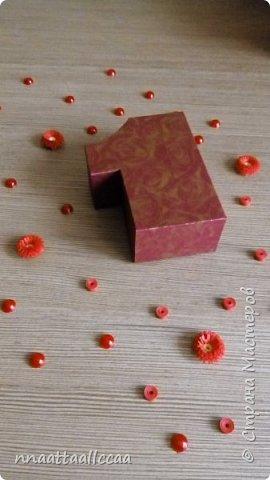 Вот такую коробочку сделала в подарок на 65-и летие. Схему брала у Любови Грасмик   https://stranamasterov.ru/node/764585 фото 3