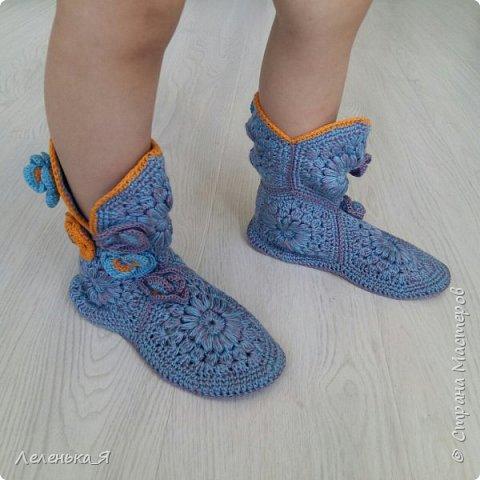 Домашняя обувь ручной работы. Вязаные тапочки-сапожки фото 3