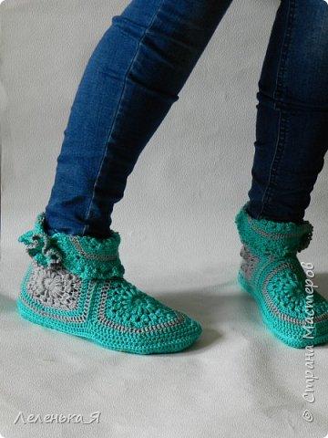 Домашняя обувь ручной работы. Вязаные тапочки-сапожки фото 6