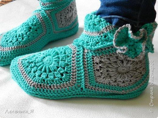 Домашняя обувь ручной работы. Вязаные тапочки-сапожки фото 5