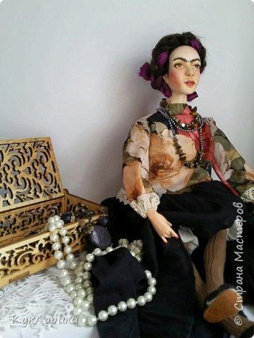 Добрый день. Я уже писала,что очень люблю Фриду Кало. И это моя третья кукла. фото 3