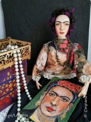 Добрый день. Я уже писала,что очень люблю Фриду Кало. И это моя третья кукла. фото 1