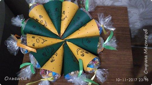 У дочки завтра день рождения, в школу как всегда приносим сладости. Увидела в интернете вот такие поделки и мне очень они понравились.  Вот это чудо было сделано за два вечера, 30 штук. фото 8