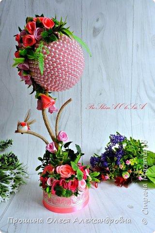 """Привет Всем!Решила поделится своей новинкой """"Бусинка в розовом"""".Крона  выполнена из бусин и атласных роз,декоративная зелень,а ствол металлический отделан шпагатом льняным!Очень нежное и прекрасное деревце будет прекрасным подарком! фото 1"""