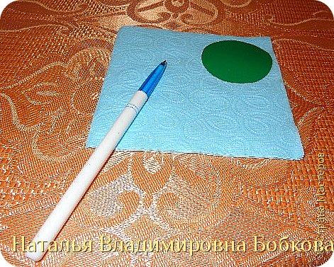 Мастер-класс  по изготовлению панно  «Цветок»   из бумажных салфеток.  фото 7