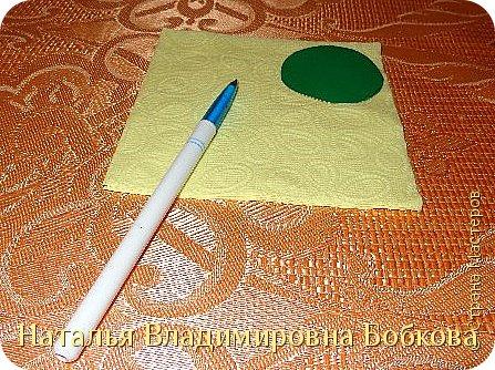 Мастер-класс  по изготовлению панно  «Цветок»   из бумажных салфеток.  фото 10