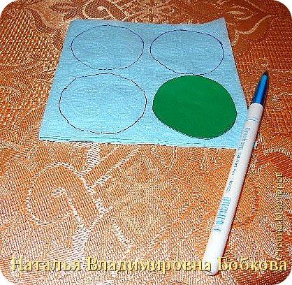 Мастер-класс  по изготовлению панно  «Цветок»   из бумажных салфеток.  фото 8