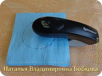 Мастер-класс  по изготовлению панно  «Цветок»   из бумажных салфеток.  фото 31