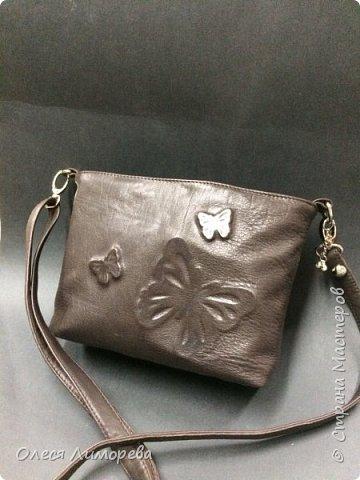 Кожаная сумочка с дизайном из бабочек фото 1