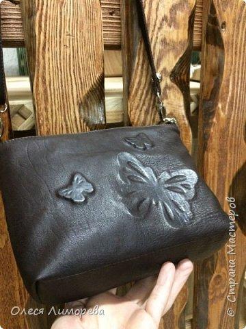 Кожаная сумочка с дизайном из бабочек фото 2