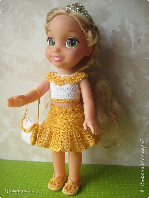 Обновки для куклы Рапунцель. Эта кукла живёт у меня, внучкам я тоже каждой подарила по такой же.  Вяжу наряды, а внучки потом забирают для своих кукол. Топик и юбочку вязала по заказу внучки, она тааааааак радовалась. фото 1