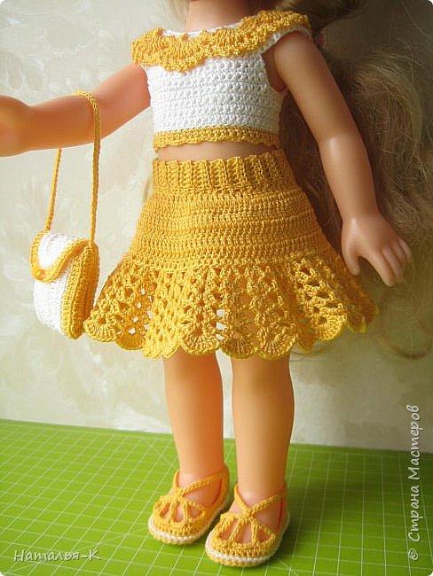 Обновки для куклы Рапунцель. Эта кукла живёт у меня, внучкам я тоже каждой подарила по такой же.  Вяжу наряды, а внучки потом забирают для своих кукол. Топик и юбочку вязала по заказу внучки, она тааааааак радовалась. фото 2