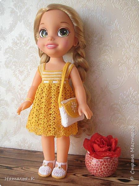 Обновки для куклы Рапунцель. Эта кукла живёт у меня, внучкам я тоже каждой подарила по такой же.  Вяжу наряды, а внучки потом забирают для своих кукол. Топик и юбочку вязала по заказу внучки, она тааааааак радовалась. фото 4