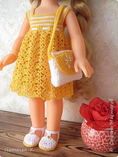 Обновки для куклы Рапунцель. Эта кукла живёт у меня, внучкам я тоже каждой подарила по такой же.  Вяжу наряды, а внучки потом забирают для своих кукол. Топик и юбочку вязала по заказу внучки, она тааааааак радовалась. фото 5