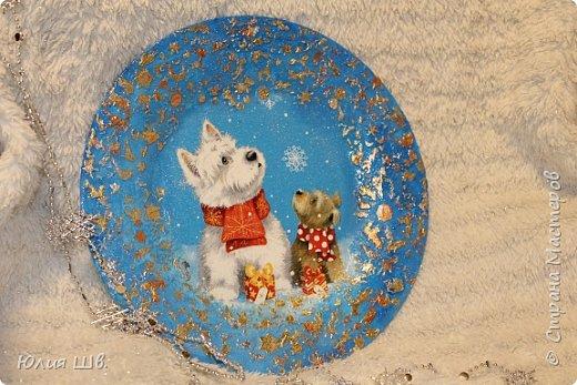 """Добрейшего всем дня! Я с новогодней подготовкой. Ключница. Заготовка их фанеры березовой, салфеточка с волком, """"лепнина"""" из Фимо самоотвердевающей, ягодки из Фимо запекаемой, фактура шпатлевкой Текс для дерева, снежок. фото 14"""